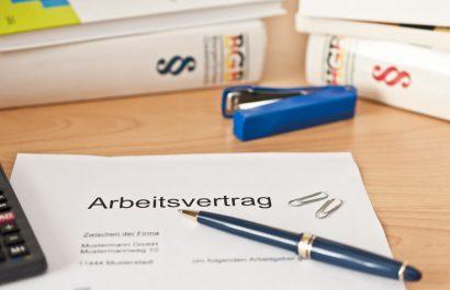 Arbeitsvertrag prüfen lassen – was sollte (nicht) drin stehen