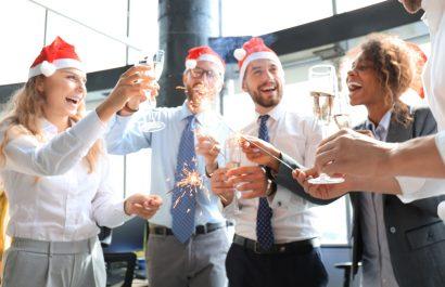 Die 7 wichtigsten arbeitsrechtlichen Fragen zur Weihnachtsfeier